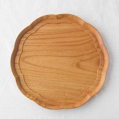 四十沢木材工芸/輪花盆 一尺 - スタイルストア Japanese Design, Wooden Spoons, Design Crafts, Bamboo Cutting Board, Utensils, Coaster, Wood Projects, Goodies, Tray