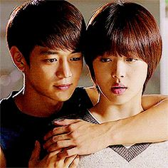 2. You Consider Back Hugs to Be 'Second Base' | Community Post: 10 Signs You're A K-Drama Addict