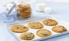 Chocolate-Chip-Cookies mit Krokant Rezept: Cookies mit ganz großen Schokostücken - Eins von 5.000 leckeren, gelingsicheren Rezepten von Dr. Oetker!