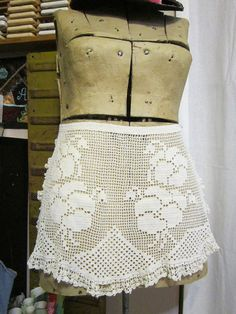vintage crocheted apron floral motif pansy apron by theartfloozy