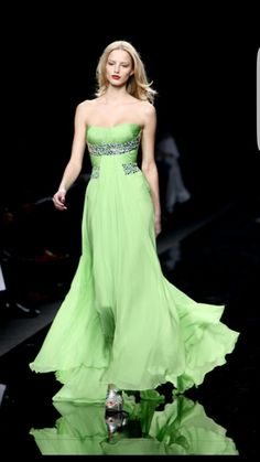 40616115a Zuhair Murad, Unique Fashion, Milan Fashion Weeks, Dress Me Up, Strapless  Dress