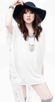 Carly Rae Jepsen-hey I just met you and this is crazy ; Carly Rae Jespen, Look Plus, Star Wars, Wattpad, Fair Skin, Beautiful Celebrities, Beautiful People, Pretty Hairstyles, Fringes
