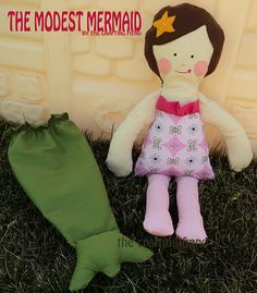 My oldest would love this! Looks easy enough! :) Modest mermaid doll tutorial and pattern. best of all its FREE! Doll Clothes Patterns, Doll Patterns, Sewing For Kids, Diy For Kids, Doll Toys, Baby Dolls, Sewing Crafts, Sewing Projects, Operation Christmas Child