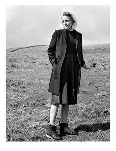 British clothing brand Margaret Howell heads outdoors for its fall-winter 2016 campaign. Photographed by Alasdair McLellan, model Erika Linder poses in… Margaret Howell, Erika Linder, Below Her Mouth, British Clothing Brands, Artist Film, Minimal Fashion, Strong Women, Fashion Beauty, Winter Fashion