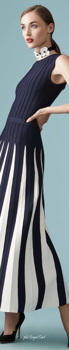 should dress Kate Middleton Carolina Herrera Resort 2017 Fashion 2017, Love Fashion, Runway Fashion, High Fashion, Fashion Dresses, Womens Fashion, Fashion Design, Fashion Trends, Style Work
