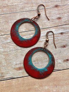 Red and Turquoise Enameled Copper Hoop Earrings / di Lammergeier