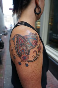 Lovely sweet Carolyn from New Orleans came to the shop in Amsterdam to get the first of her armsleeve paisley jacobean style tattoo..Honoured!