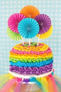 La torta de cumpleaños fiesta de arte por pompomsandpinwheels