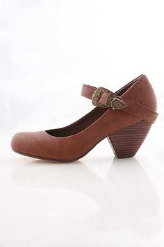 I just love these low heeled shoes like this!