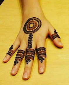 Henna Tattoos Designs images are present on this article.Tattoos designs looks beautiful and elegant. Finger Henna Designs, Henna Art Designs, Mehndi Designs For Girls, Mehndi Designs For Beginners, Modern Mehndi Designs, Mehndi Designs For Fingers, Wedding Mehndi Designs, Mehndi Design Pictures, Beautiful Mehndi Design