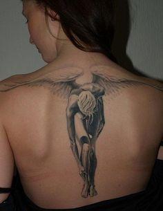 Engel Tattoo auf dem Rücken des Mädchens