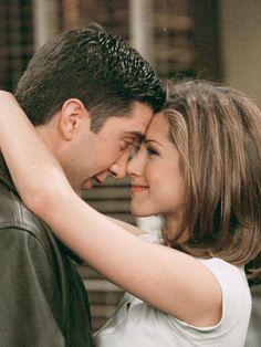 """""""Friends"""" : où en seraient Rachel et Ross 15 ans après ? Ross Friends, Friends Ross And Rachel, Chandler Friends, Friends Cast, Friends Episodes, Friends Moments, Friends Series, Friends Tv Show, Friends In Love"""