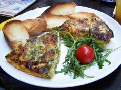 Tortilla spaniolă cu sparanghel, cartofi, ceapă, usturoi și cașcaval