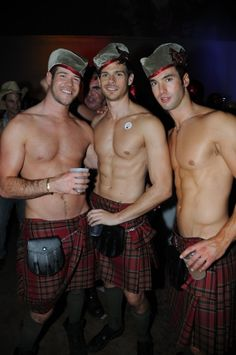 This week's Man Candy Monday is dedicated to those men who 'kilt' us with kindness. Kinds of abs, and kinds of legs, just click the button and see. Scottish Man, Scottish Plaid, Scottish Kilts, Men In Kilts, Komplette Outfits, Raining Men, Cute Guys, Sexy Guys, Hot Men