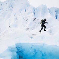 Comparateur de voyages http://www.hotels-live.com : Thumbs up  Who wouldnt give the camera one of these if they too were off exploring the Perito Moreno Glacier in #Patagonia #Argentina just like this guy! Snapped by #lonelyplanet contributing photographer @ed_norton. Epic! Ed explored this enormous area recently and snapped some excellent shots. He didnt make it to all 250 square kilometers. But of what he did see he loved! See his handle for more  Hotels-live.com via…
