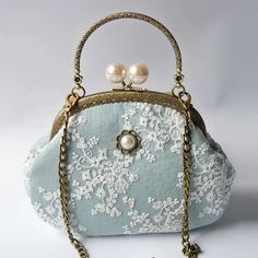 pearl bags with chain. Cute Purses, Purses And Bags, Vintage Accessories, Fashion Accessories, Lace Bag, Frame Purse, Vintage Purses, Vintage Hats, Cute Handbags