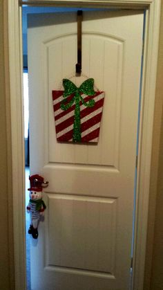 Don't forget to decorate your kids' rooms during Christmas