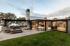 LOCARNO outdoor room system // New Zealand architecture // Waiheke Island