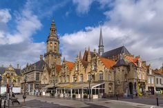 Main market square with belfry and church in Veurne, Belgium ©Borisb17 / Shutterstock