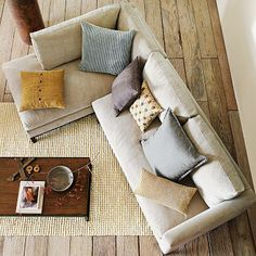 Lovely L-shaped sofa. Looks so comfy!