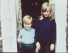 Princess Diana at home: 9 of the most iconic photos of Lady Diana Spencer - Photo 9 Princess Diana Brother, Princess Diana Pictures, Princess Diana Family, Royal Princess, Princess Of Wales, Lady Diana Spencer, Spencer Family, Princesa Diana, Elizabeth Ii