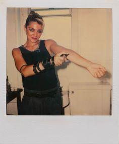 マドンナがデビューアルバムをリリースする数週間前=83年6月に撮影した未発表のポラロイド写真66枚。これまで失われていたと思われていた写真を掲載された写真集『Madonna 66』が海外で限定出版中。掲載写真の一部がネットで公開中