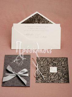 Προσκλητήρια γάμου με αρωματικά χαρτιά και ιδιαίτερες υφές! #prosklitiria #gamos #mavro #gkri #dantela