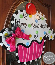 Cupcake Door Hanger by SparkledWhimsy Happy Birthday Burlap Projects, Burlap Crafts, Wooden Projects, Wood Crafts, Diy And Crafts, Birthday Door, Birthday Signs, Happy Birthday, Burlap Signs