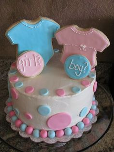 Gender Reveal Cake. Too cute & easy. Friends, note this for yourselves!