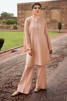 Sapphire Intermix Collection 2020 - LogicalBaat a home for News & Entertainment Pakistani Dresses, Indian Dresses, Indian Outfits, Pakistani Suits, Punjabi Suits, Stylish Suit, Dress Indian Style, Designs For Dresses, Indian Fashion