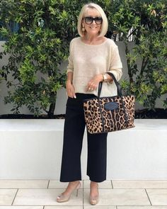 Beige and black outfit, perfect for an animal print. Signature Color Perfect outfit with contrasting black and beige shoes to match your hair and an animal print bag! , Beige and black outfit perfect for an animal print. Over 60 Fashion, Mature Fashion, Over 50 Womens Fashion, 50 Fashion, Look Fashion, Fashion Outfits, Fashion Trends, Fashion 2018, Autumn Fashion Over 40