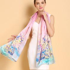 Moderný a vkusný dámsky hodvábny šál v ružovej farbe s kvetinami