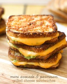 Mini Avocado and Parmesan Grilled Cheese Sandwiches - perfect for lunch or as appetizers. { lilluna.com }