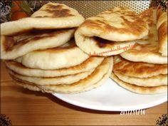 ΥΛΙΚΑ: 1 φακελάκι μαγιά ξηρή ή 25 γρ μαγιά νωπή 1 κουταλάκι του γλυκού καστανή ζάχαρη 2/3 φλιτζάνι ζεστό νερό χλιαρό 1/2 φλιτζάνι ζεστό γάλα  χλιαρό 2 κουταλιές της σούπας γεμάτεςγιαούρτι πρόβειο 1 κουτάλι σούπας λάδι εξαιρετικό παρθένο ελαιόλαδο 1 κουταλάκι γλυκού αλάτι 3 φλιτζάνι και 1/2 φλιτζάνι λίγο περισσότερο ή λιγότερο αλεύρι για [...] Cookbook Recipes, Baking Recipes, Low Sodium Recipes, Food Tasting, Bread And Pastries, Greek Recipes, International Recipes, Creative Food, I Love Food