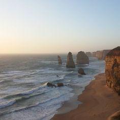 those sunsets at the seaside  #12apostles #Australia #potd #traveltheworld #workandtravel #sunset #Sonnenuntergang #beach #nofilter #seaside #greatoceanroad by melanie.schnupp
