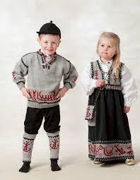 Bilderesultat for gamle norske kofter Folk Costume, Costumes, Romania, Norway, Moose, Families, Knitting, Couples, Children