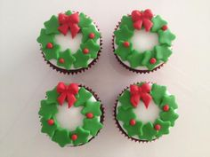Learn how to make delicious Christmas cupcakes for kids and the whole family. These will make perfect easy Christmas desserts over the festive season and the tutorial below will show you how to make them step by step! Christmas Cupcakes Decoration, Christmas Desserts Easy, Christmas Sweets, Christmas Baking, Christmas Cookies, Fun Cupcakes, Cupcake Cakes, Baking Cupcakes, Mini Cakes