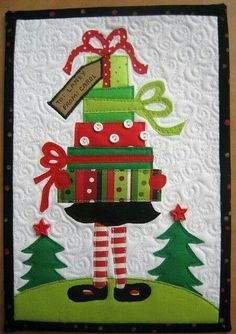 Cute Christmas quilt, but I really don't like buttons on my quilts. Christmas Mug Rugs, Christmas Sewing, Noel Christmas, Christmas Projects, Holiday Crafts, Christmas Ornaments, Christmas Decorations, Christmas Quilting, Christmas Wall Hangings