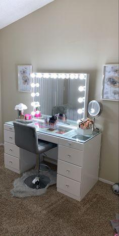 Room Ideas Bedroom, Closet Bedroom, Bedroom Decor, Beauty Room Decor, Nail Room, Apartment Makeover, Dressing Room Design, Glam Room, Vanity Ideas