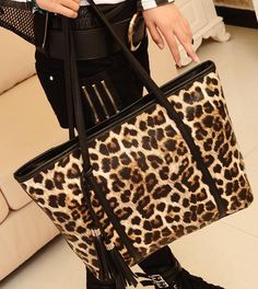 Black Fashion Trend Sequin PU Style Women's Tide Casual One-Shoulder Exquisite Cute Shopping Bag Handbag http://www.eozy.com/black-fashion-trend-sequin-pu-style-women-s-tide-casual-one-shoulder-exquisite-cute-shopping-bag-handbag.html