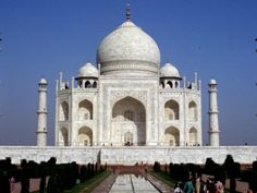 TAJ MAHAL...the trip of a lifetime<3 Built as a gift from a groom to his bride. How romantic is that but they never did marry!