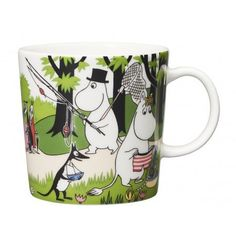 "Arabia's mug ""Going on vacation"" (Lähdetään lomalle) with elegant shape and kind motif from the Moomin world. Charming pottery from Finland. Moomin Mugs, Tove Jansson, Kitchenware, Tableware, Scandinavian Style, My Coffee, Finland, Pottery, Seasons"