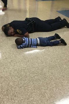 'It was a mom moment': Police officer, reveals why she got down on the floor with a young boy who was crying at school and 'wiped his tears away' Police Story, Police Life, Human Kindness, Faith In Humanity Restored, State Police, Thin Blue Lines, Good People, Amazing People, Beautiful People