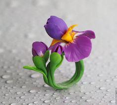 Купить или заказать 'Ирисы' кольцо в интернет-магазине на Ярмарке Мастеров. ирисы, цветы из полимерной глины, кольцо с цветами…