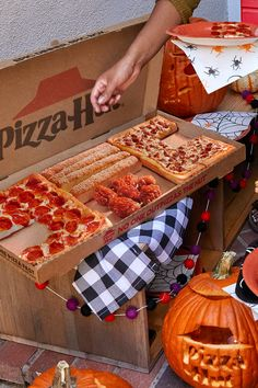 90 Pizza Hut Offers Ideas In 2020 Pizza Hut Pizza Pizza Delivery