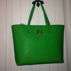 Michael Kors Jet Set Travel Tote Great shopper in a structured green leather. It has golden hardware. I can include the shopping trip bag it came in. New with tags. Michael Kors Bags Totes