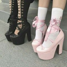 pink and black grunge aesthetic Vêtements Goth Pastel, Pastel Goth Fashion, Pastel Grunge, Pastel Shoes, Soft Grunge, Black Grunge, Grunge Goth, Grunge Style, Grunge Shoes