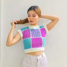 Diy Crochet Projects, Crochet Crafts, Crochet Designs, Crochet Patterns, Crochet Wool, Crochet Cardigan Pattern, Crochet Crop Top, Crochet Fashion, Handmade Clothes