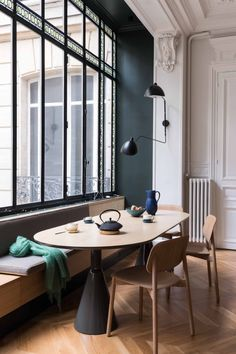 Get inspired by these dining room decor ideas! From dining room furniture ideas, dining room lighting inspirations and the best dining room decor inspirations, you'll find everything here! Dining Nook, Dining Room Lighting, Dining Room Design, Dining Room Furniture, Furniture Ideas, Dining Chairs, Room Chairs, Furniture Design, Dining Table