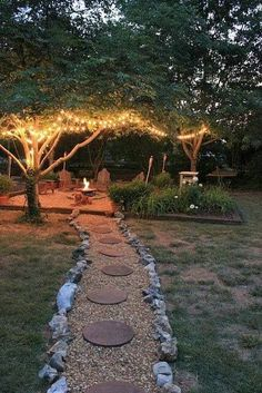 14 Creative Ideas For a Better Backyard Your house is defined by its interior as well as its exterior. Most people focus on decorating the inside of their homes and forget about their backyard. In fact, paying attention to your backyard is as important as Diy Garden, Dream Garden, Garden Landscaping, Landscaping Design, Garden Paths, Patio Design, Garden Gazebo, Backyard Designs, Landscaping Software